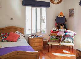 Casa Del Inca: Dormitorios de estilo moderno por RENOarq