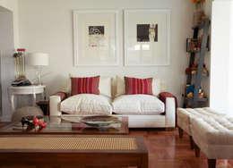 Casa Del Inca: Livings de estilo moderno por RENOarq
