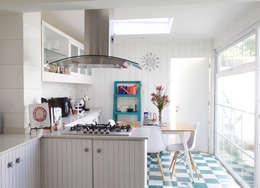Remodelación Brown: Cocinas de estilo moderno por RENOarq