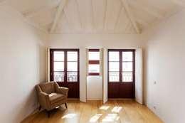 Projekty,  Sypialnia zaprojektowane przez Clínica de Arquitectura