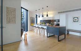 Kitchen: minimalistic Kitchen by Graham D Holland