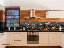 Retro cucina con stampa personalizzata: Cucina in stile in stile Moderno di lizea sas