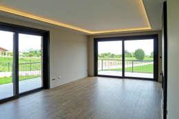 Salas / recibidores de estilo  por AD+ arquitectura