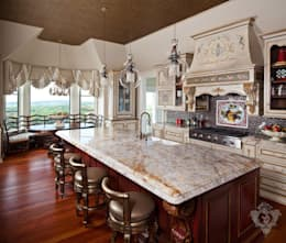 Kitchen: classic Kitchen by Kellie Burke Interiors