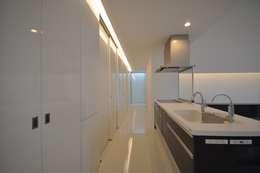 FNKS-HOUSE: 門一級建築士事務所が手掛けたキッチンです。