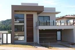 Casas de estilo moderno por Araujo Moraes Engenharia Arquitetura