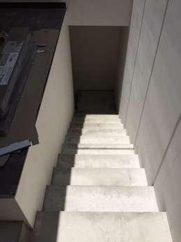 Pasillos y vestíbulos de estilo  por Arquitectura-Construcciòn Godwin