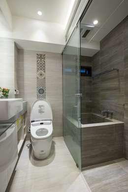 錯層,誕生的喜悅-黃宅:  浴室 by DS&BA Design Inc 伊國設計