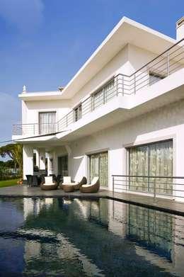 Moradia Unifamiliar: Habitações  por Archiultimate, architecture & interior design