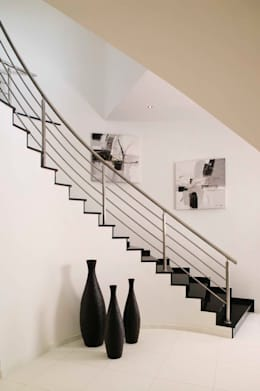 Moradia Unifamiliar: Corredores, halls e escadas modernos por Archiultimate, architecture & interior design
