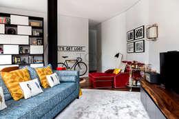 Sala de estar: Salas de estar ecléticas por TGV Interiores