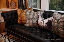 Living Room: classic Living room by Kellie Burke Interiors