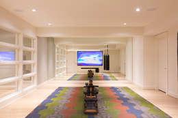 Bethesda Modern: modern Gym by FORMA Design Inc.