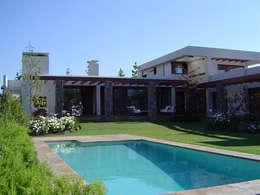 Casa Trucco: Casas de estilo mediterraneo por AOG SPA