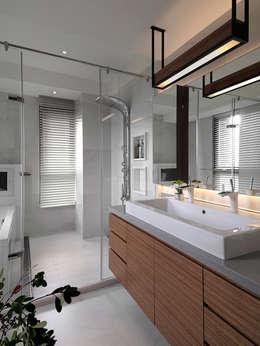 Sky Villa:  浴室 by 空間制作所