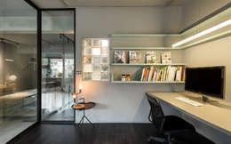 minimalistic Study/office by 磨設計