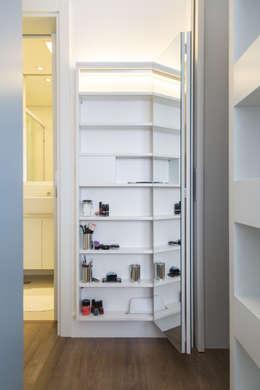 Closets de estilo ecléctico por ARQ.STHÊ.DEZ