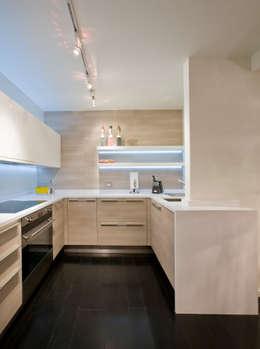 Cozinhas modernas por FORMA Design Inc.