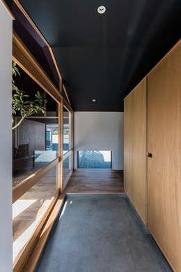 ウィークリンク: Smart Running一級建築士事務所が手掛けた廊下 & 玄関です。