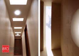 Casa Habitación. Ignacio, Alma Gutiérrez: Pasillos y recibidores de estilo  por 810 Arquitectos