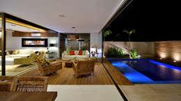 Varanda Residência RK: Salas de estar modernas por Chris Brasil Arquitetura e Interiores