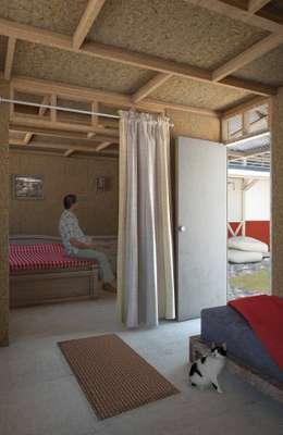 : Habitaciones de estilo rural por Ensamble de Arquitectura Integral
