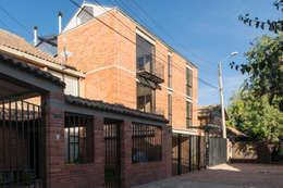 : Casas de estilo moderno por Ensamble de Arquitectura Integral