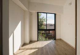 : Habitaciones de estilo minimalista por Ensamble de Arquitectura Integral