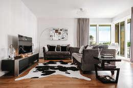 Salas / recibidores de estilo moderno por Katie Malik Interiors