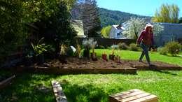 Jardines de estilo rural por Pell Paisajismo