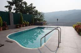 Bungalow- Lavasa:  Garden Pool by Aesthetica
