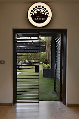 Mansi Kande-Entrance:  Hotels by Studio - Architect Rajesh Patel Consultants P. Ltd
