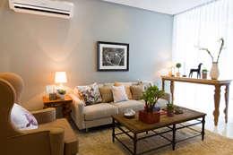 Catya: classic Living room by Marilen Styles