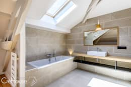 moderne Badezimmer von Agence CréHouse