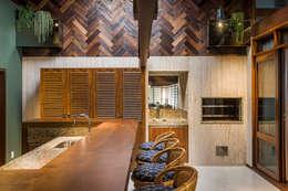 Churrasqueira: Cozinhas ecléticas por Thiago Mondini Arquitetura