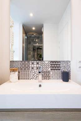 Casas de banho modernas por Agence Delphine Coipel