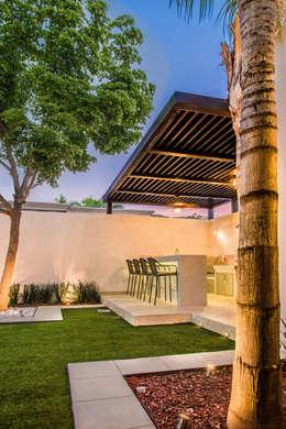 Jardines de estilo moderno por S2 Arquitectos