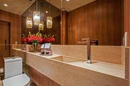 modern Bathroom by Carolina Kist Arquitetura & Design