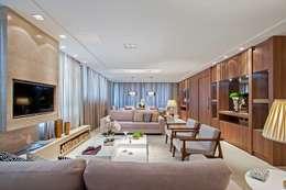 Ruang Keluarga by Carolina Kist Arquitetura & Design