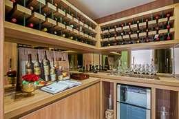 Ruang Penyimpanan Wine by Carolina Kist Arquitetura & Design
