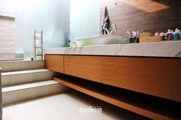 Projekty,  Łazienka zaprojektowane przez The GoodWood Interior Design