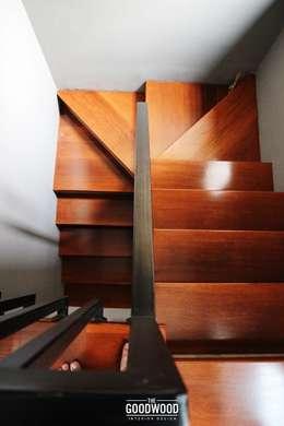 Projekty,  Korytarz, przedpokój zaprojektowane przez The GoodWood Interior Design
