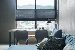 scandinavian Dining room by 齊禾設計有限公司