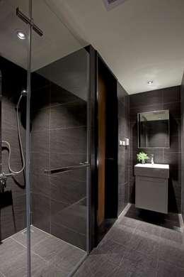 晉江街住宅:  浴室 by 齊禾設計有限公司