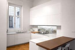 Cocinas equipadas de estilo  por Chantal Forzatti architetto
