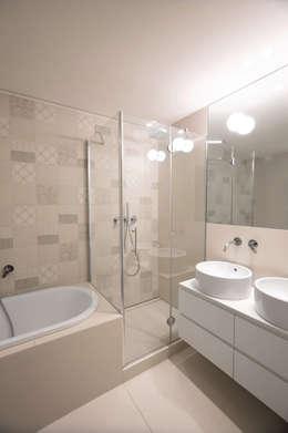 Baños de estilo moderno por Chantal Forzatti architetto
