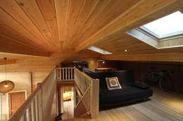 Pasillos, vestíbulos y escaleras de estilo rústico de Rusticasa