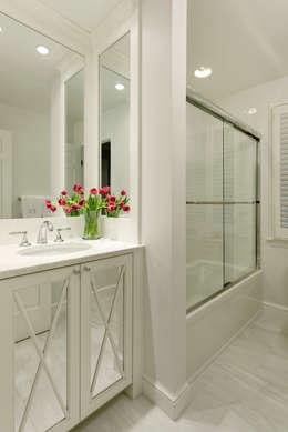 Casas de banho clássicas por BOWA - Design Build Experts