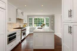 Cozinhas clássicas por BOWA - Design Build Experts