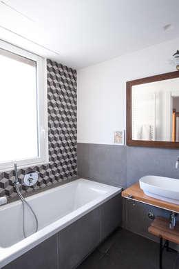 Baños de estilo ecléctico por Chantal Forzatti architetto